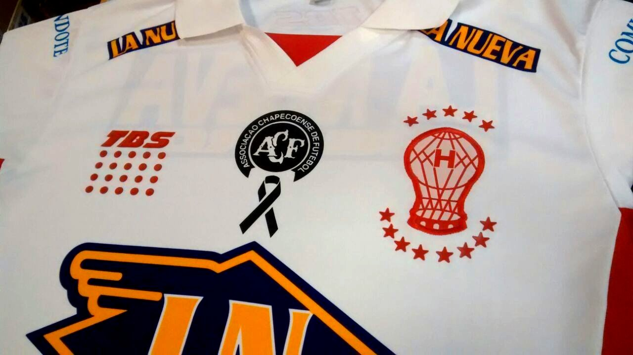 8ebb6dd245 Huracán homenageará a Chapecoense em sua camisa - Show de Camisas