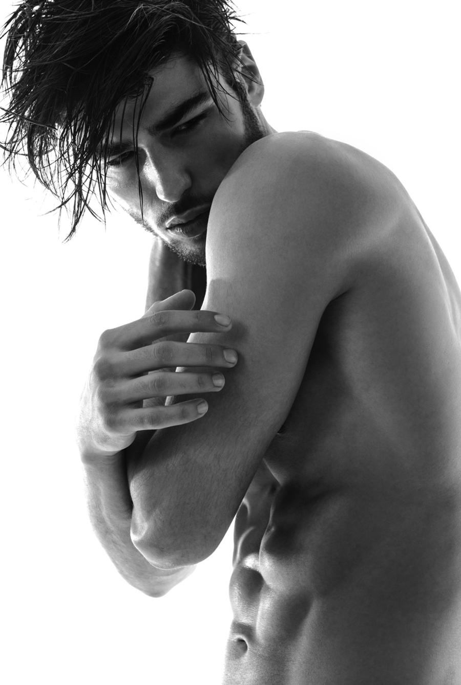 Julien Arias Nude