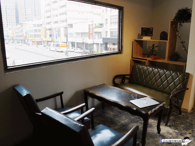 IMG 7098 - 【台中咖啡】台中老屋咖啡新力軍『復興咖啡』,不僅僅有濃濃的文青風,還有正妹老闆娘沖咖啡給你喝~