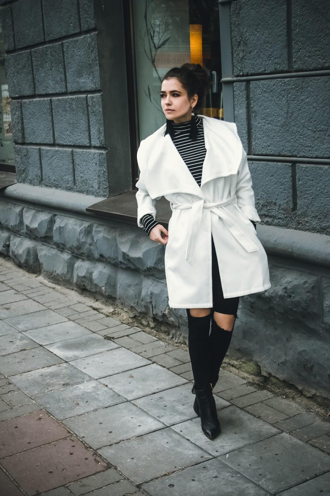 короткое белое пальто с чем носить фото мебель поможет вам