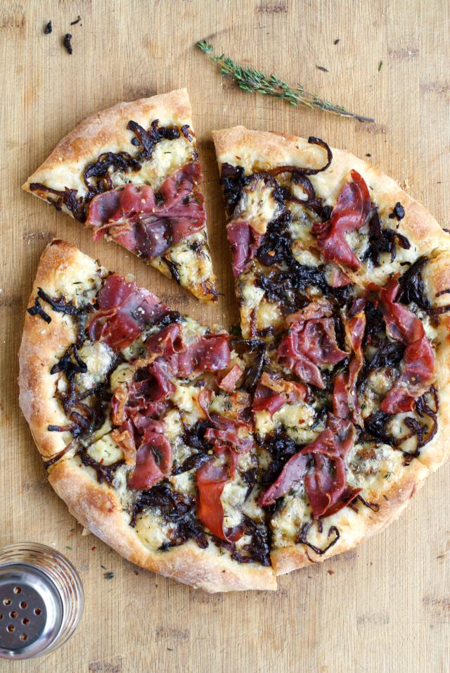 Brie, Prosciutto, and Caramelized Onion Pizza   thetwobiteclub.com