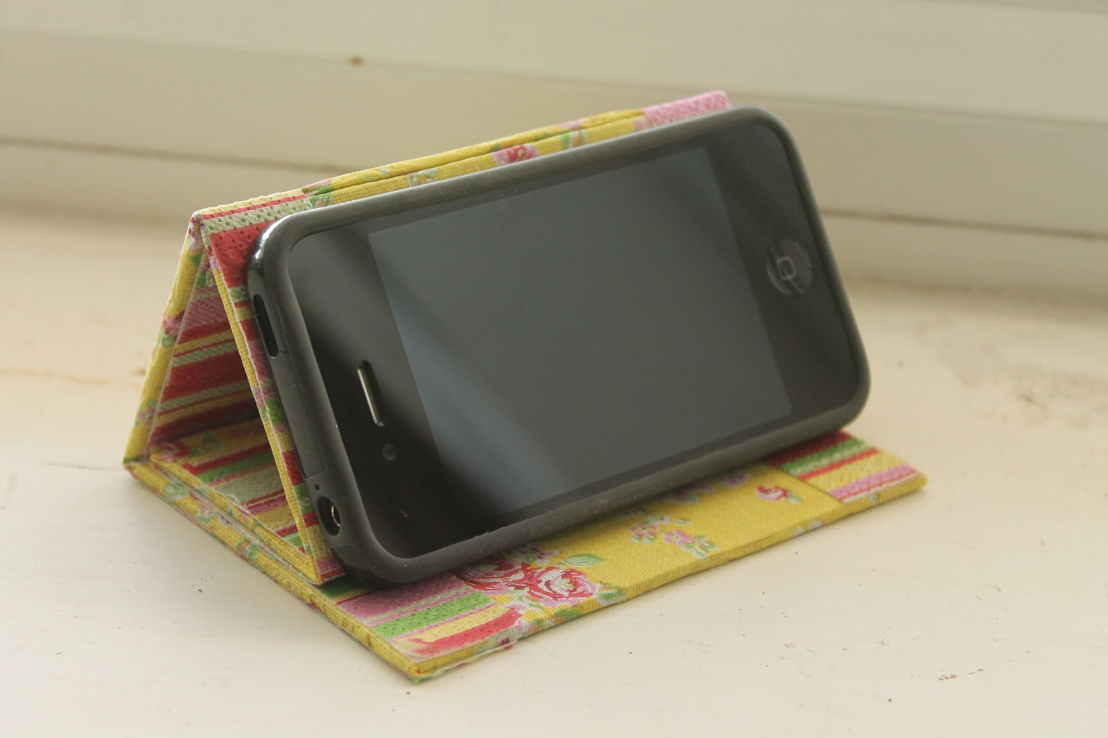 diy tutorial  no sew iphone stand