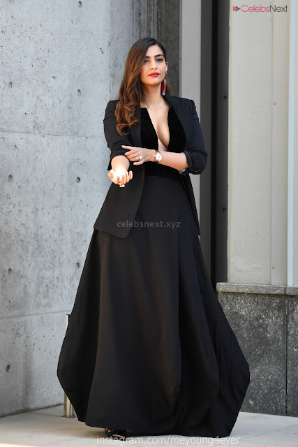 Sonam Kapoor looks absolutely fabulous in Black   .xyz Exclusive 002.jpg