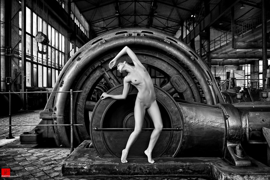 Naked factory