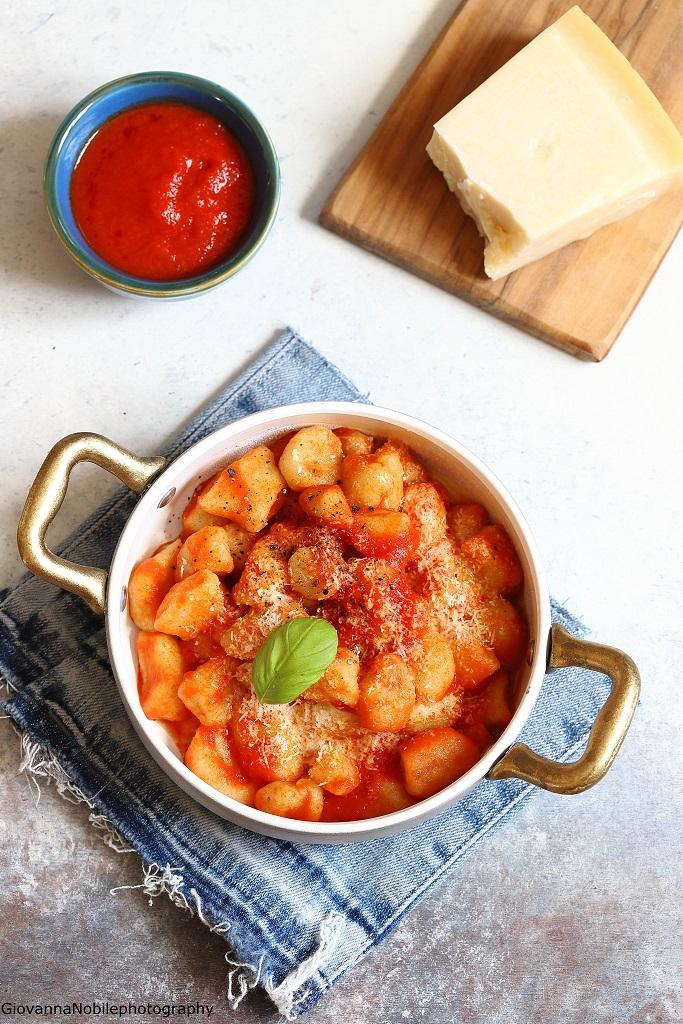 Gnocchi di patate al pomodoro e fiordilatte