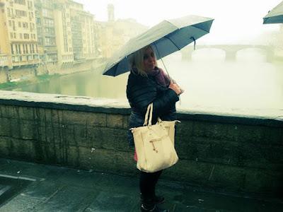 firenze ponte vecchio sotto la pioggia