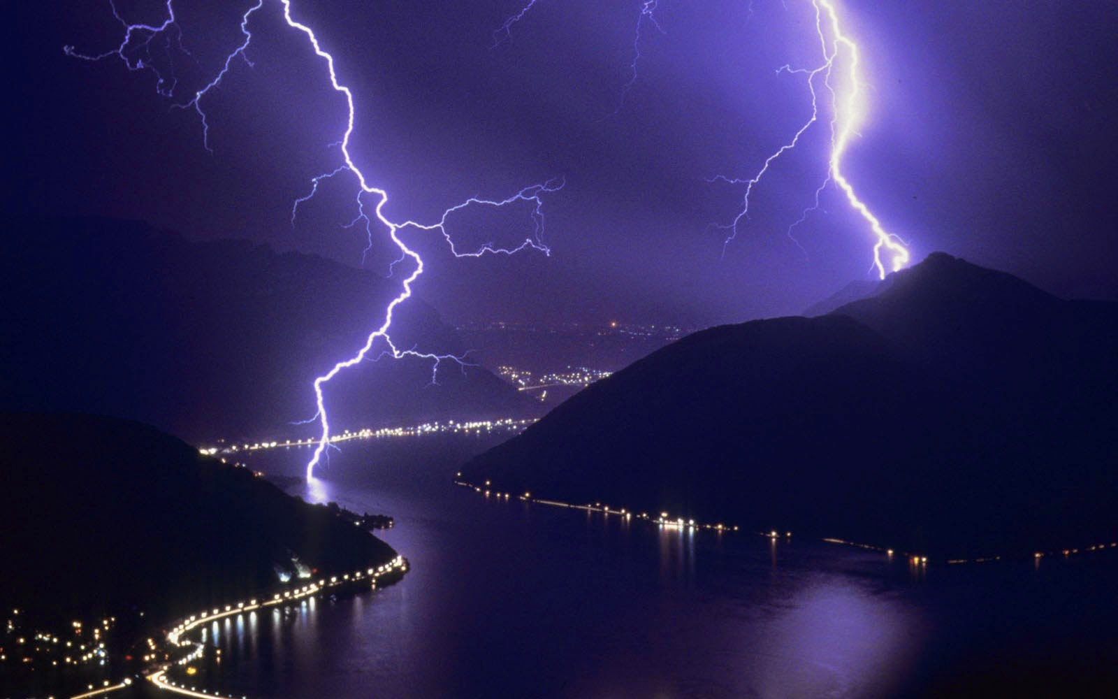 wallpapers: Lightning Wallpapers