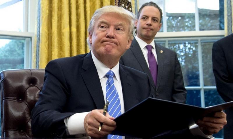 """Λευκός Οίκος: Μετά την """"καρατόμηση"""" του Φλιν κινδυνεύει και ο ομογενής Πρίμπους"""