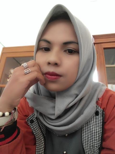 Rika Seorang Janda Beragama Islam Suku Sunda Jawa Berprofesi Sebagai Guru Di Bandung Provinsi Jawa Barat Mencari Jodoh Pasangan Pria Untuk Jadi Calon Suami