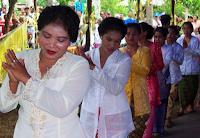 http://senbudi.blogspot.com/2015/11/tarian-tarian-khas-dari-halmahera.html