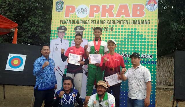 Pembagian medali bagi para juara