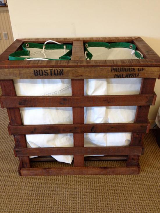 Desain tempat pakaian kotor dari kayu pallet bekas