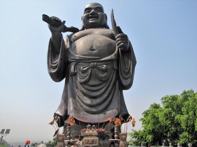 buddha statue ninh binh vietnam