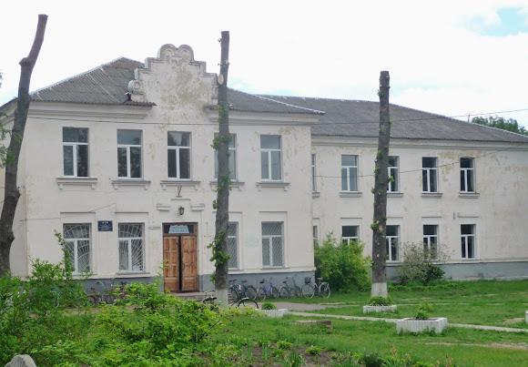 Батурин. Школа и школьный двор