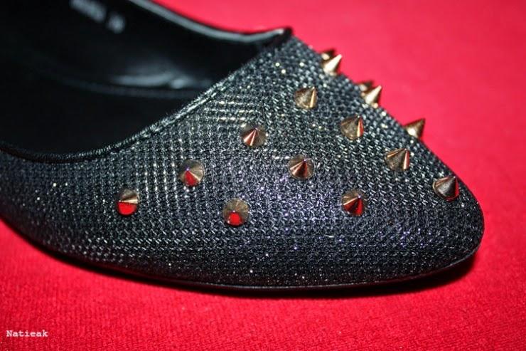Ballerine en tissu métallique décoré de clous