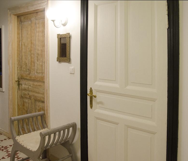 stare drewniane drzwi po renowacji