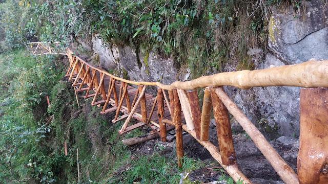Operarios de mantenimiento en el Camino Inca