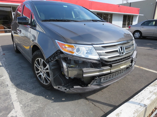 Honda Odyssey with bumper torn off