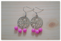 boucles d'oreilles estampes étoilées et perles roses