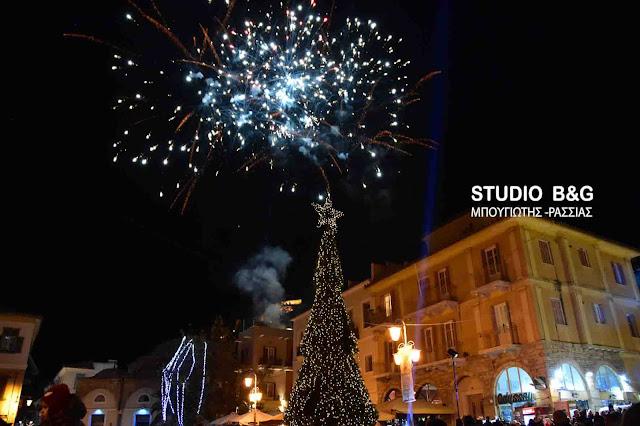 Το Σάββατο 10 Δεκεμβρίου 2016 το άναμμα του δέντρου στην πλατεία Συντάγματος στο Ναύπλιο