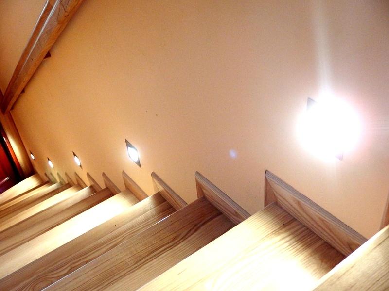 podświetlane schody przykład