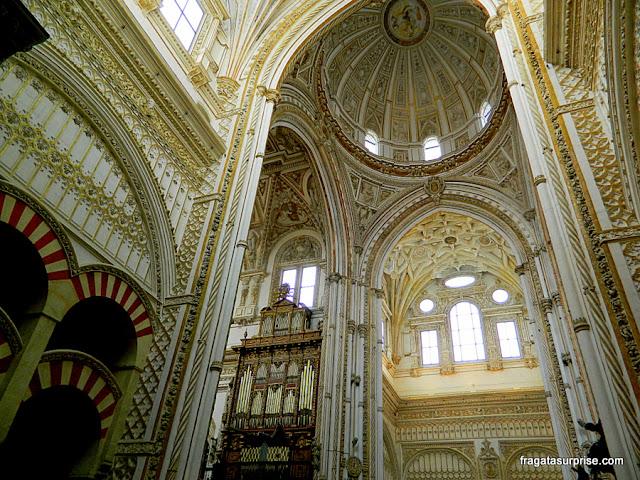 elementos cristãos e o órgão de tubos da Mesquita de Córdoba
