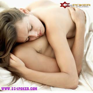 http://loverlem.blogspot.com/2016/11/manfaat-tidur-tanpa-busana-bagi-pasutri.html