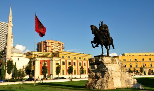 Plaza Skanderbeg, Albania