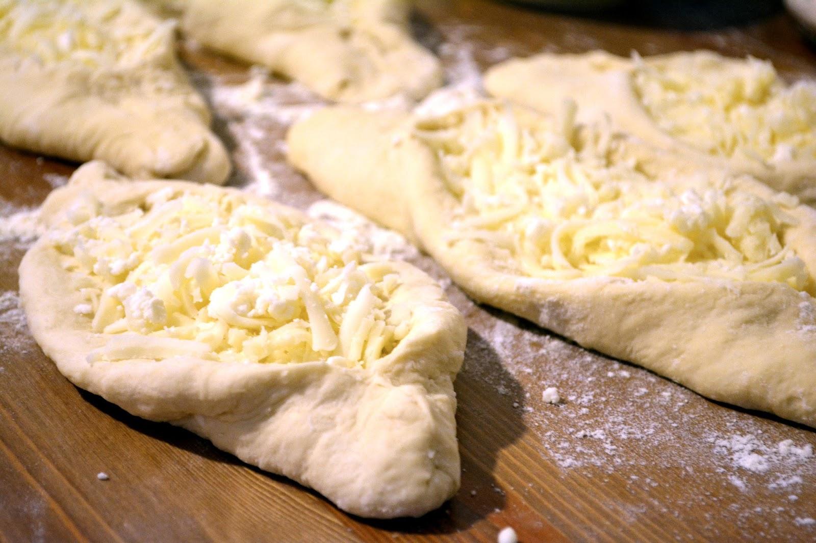 Haçapuri Tarifi (Peynirli Gürcü Pidesi)