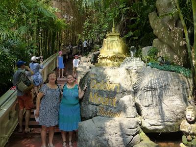 Subida a Wat Saket, Montaña Sagrada, Bangkok, Tailandia, La vuelta al mundo de Asun y Ricardo, vuelta al mundo, round the world, mundoporlibre.com