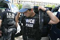 Amerikask grensepoliti gjøre seg klar til immigrantjakt på grensa. Lisens: fri bruk