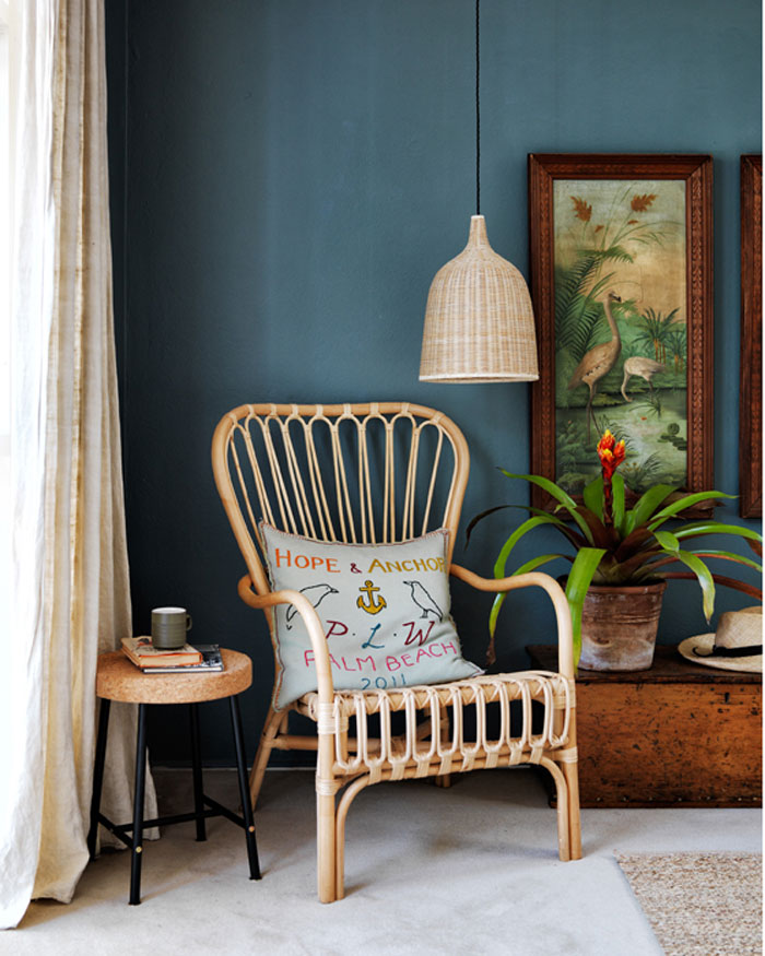 Armachair Storsele blue wall