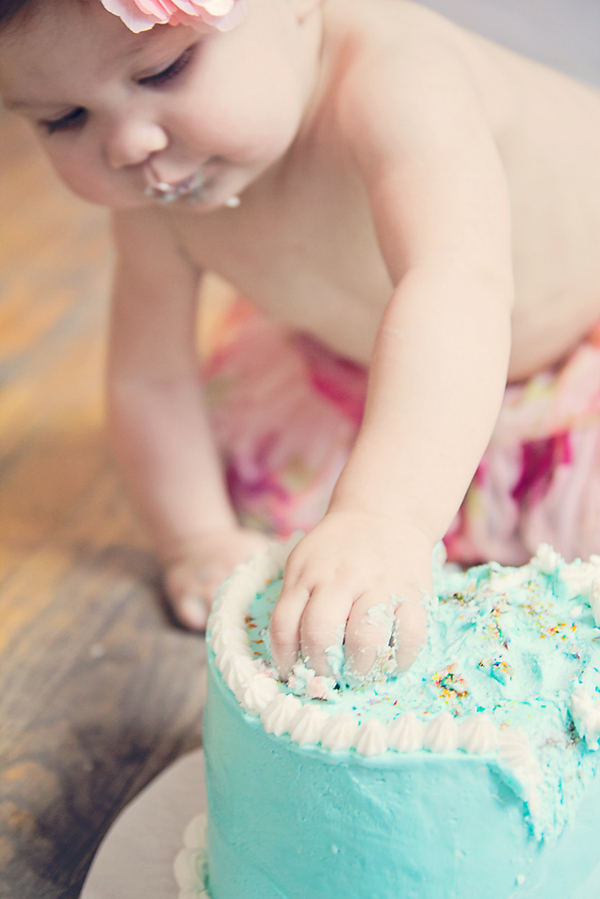 One+1+year+old+birthday+cake+baby+eating+first+cake+shabby+chic+tutu+fun+yummy+photo+shoot+celebration+maternity+motherhood+pregnancy+Liz+Anne+Photography+7 - A Smashing Good (Cake) Time!