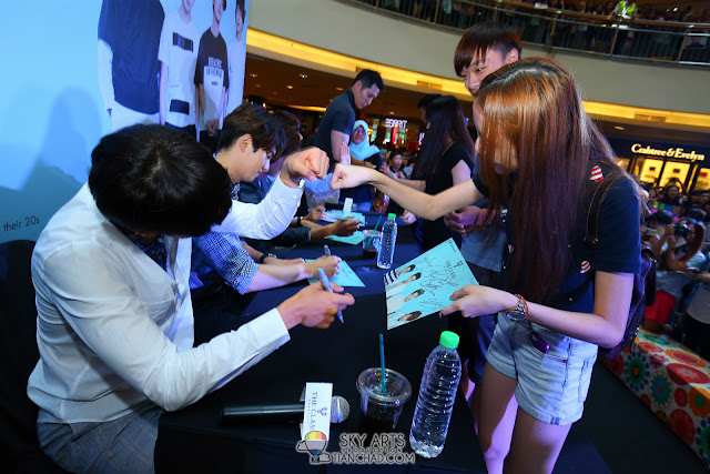 Meet N Greet Autograph session  - CNBLUE x The Class Meet & Greet @ Mid Valley Megamall *fist bump* Photo by Mango Loke