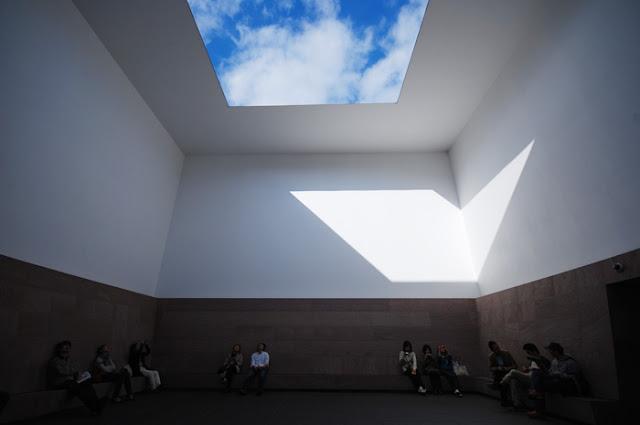 光の芸術、ジェームズ・タレル日本で見れるタレルの作品【a】 オープンスカイ 地中美術館