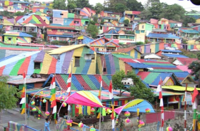 Rumah warna-warni