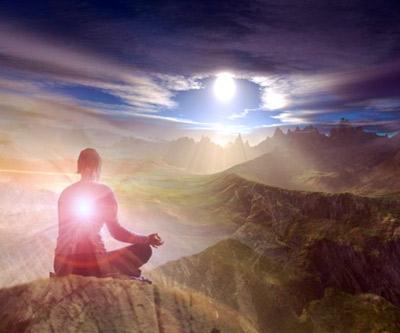 Assim, você vai ter mais qualidade de presença e vai desenvolver atenção consciente, é o que em gestalt-terapia chamamos de awareness, que é estar percebendo bem mais daquilo que está acontecendo em sua volta e com você.