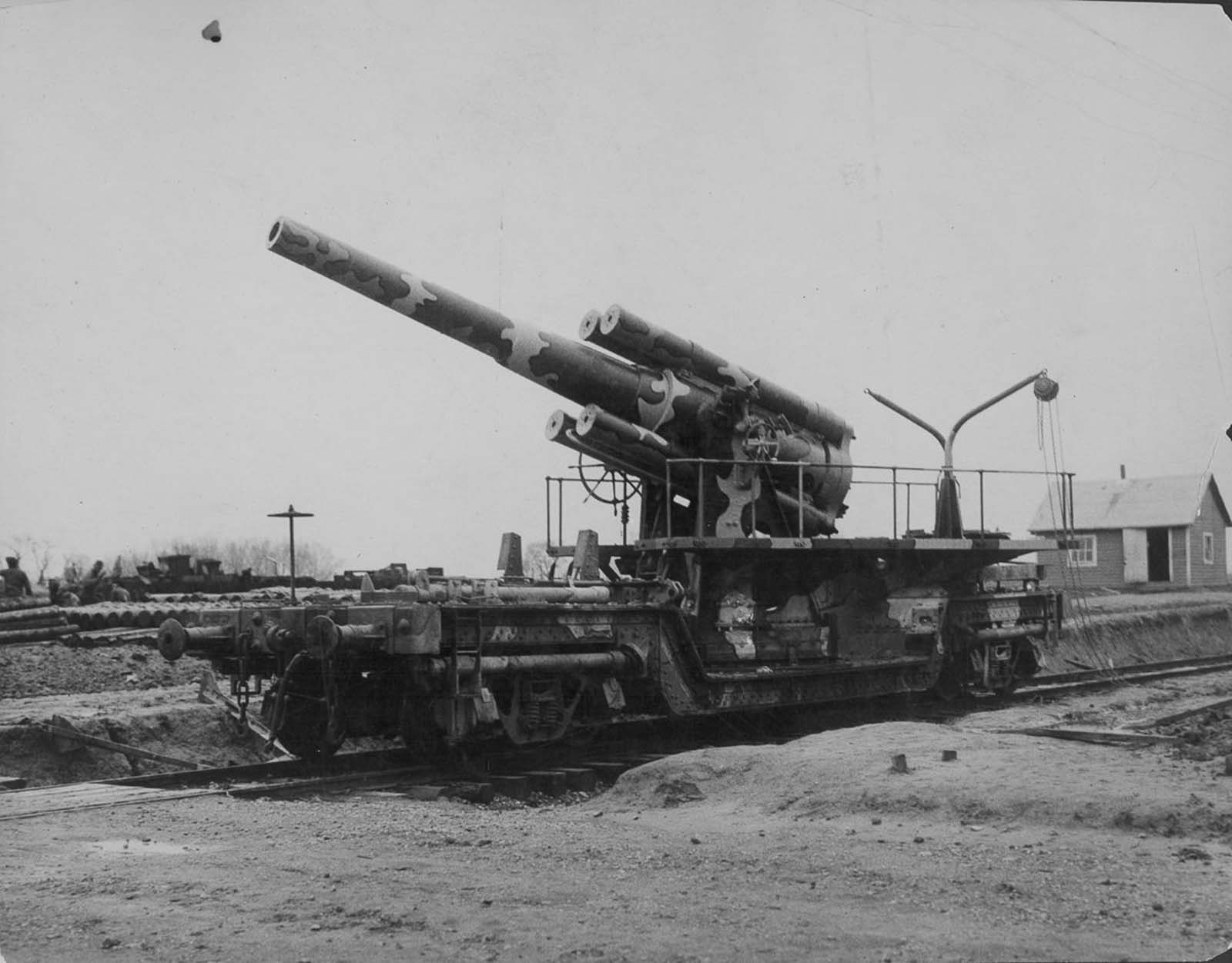 An eight-inch Mk. VI railway gun in use during World War I at Aberdeen Proving Grounds in England. 1916.