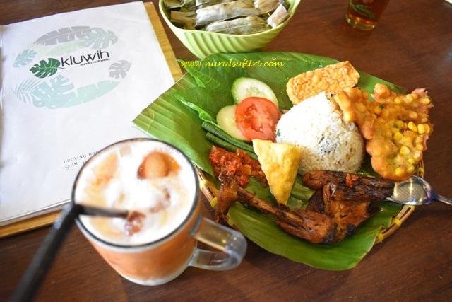 menikmati masakan sunda otentik di restoran kluwih bogor kuliner nurul sufitri mom lifestyle blogger