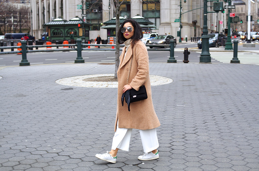 Elizabeth l NYC neutrals outfit l Stan Smith white beige Asos long camel coat Chanel l THEDEETSONE l http://thedeetsone.blogspot.fr