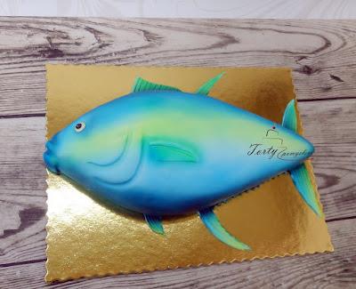 tort w kształcie ryby