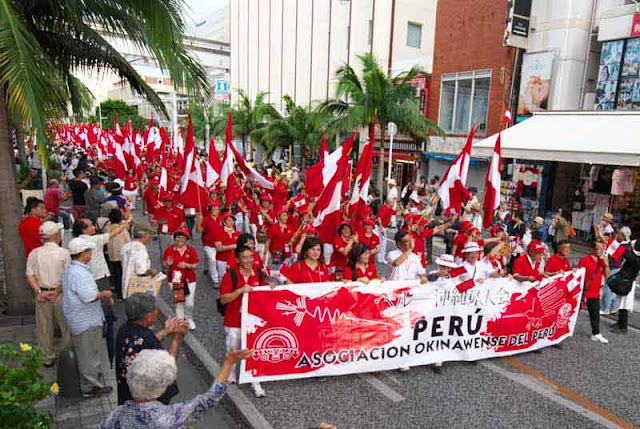 Peru flags and parade participants