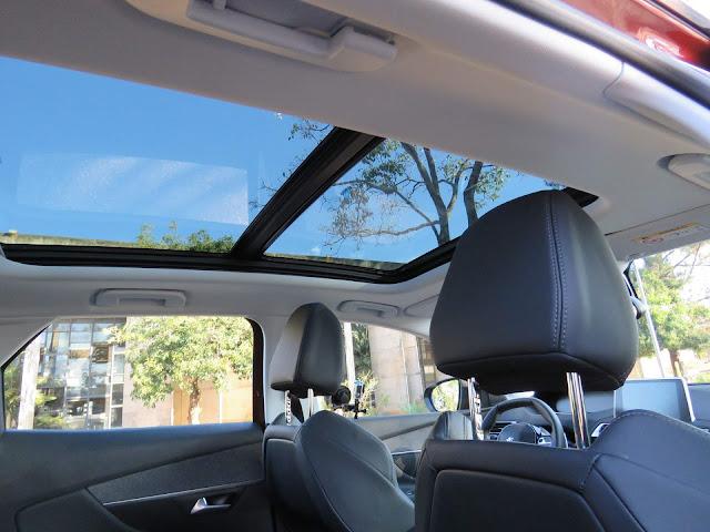 Peugeot 3008 2018  - teto solar panorâmico