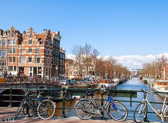 Las bicicletas y los canales en diez cosas que ver en Amsterdam