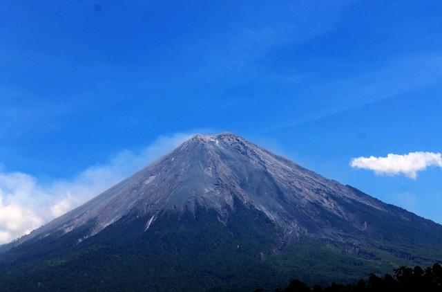 Gunung Semeru Jawa Timur