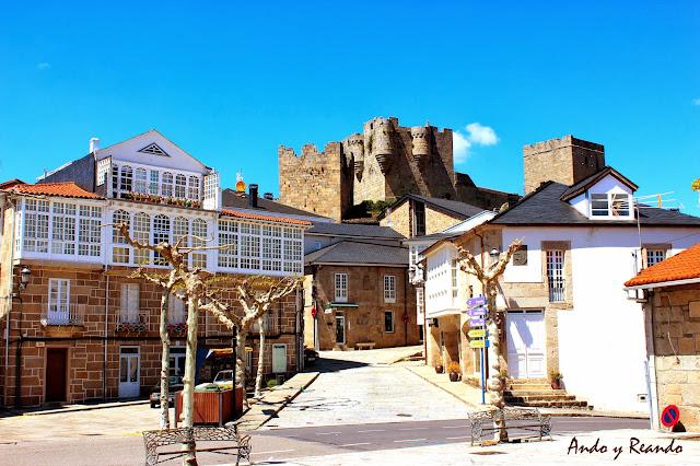El casco histórico de Castro Caldelas con su castillo