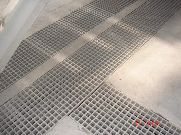 Máng cáp frp cách điện, không rỉ sét, chống cháy trong nhà máy hóa chất