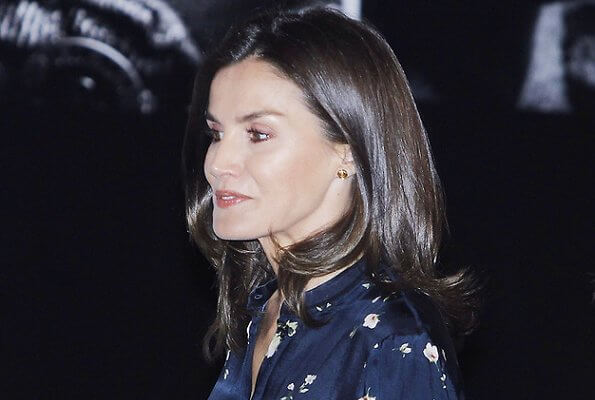 Queen Letizia wore Massimo Dutti floral print dress, Tous gold romance earrings, Carolina Herrera pumps and clutch