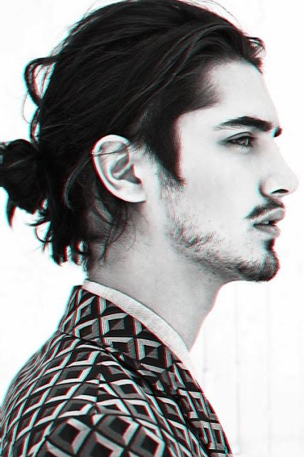 Model Gaya Rambut Man Bun gaya kedua pria kekinian