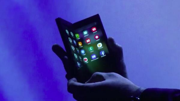 بالصور اكتشاف مشاكل خطيرة في هاتف سامسونغ القابل للطي